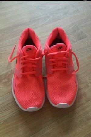Pinke gut erhaltene nike Schuhe