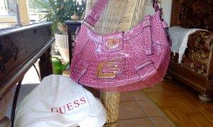 Pinke Handtasche von Guess