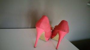 Pinke High Heels mit Blüte