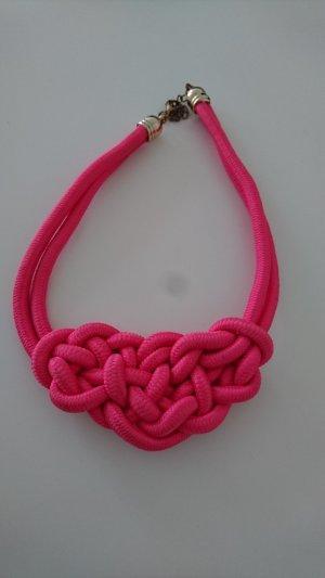 Pinke Kette mit Knotendetail