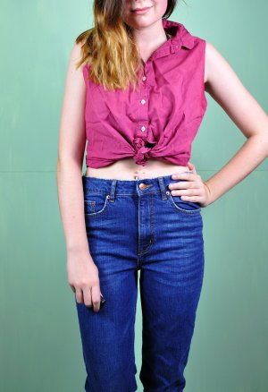 Pinke / Kirschrote Bluse mit Rechtecken / Kleinen Stickereien / Details