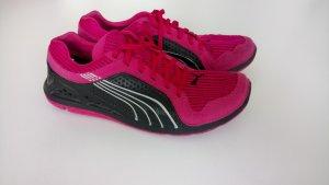 Pinke Laufschuhe von Puma
