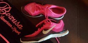 Pinke Nike Sportschuhe Gr 39 und Hose Sport pink Gr M