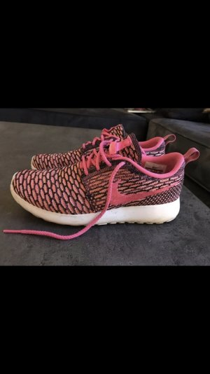Pinke Nike Wmns Rosherun Flyknit