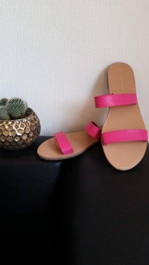Pinke Sandalen mit Riemen