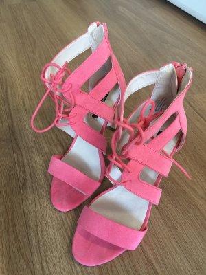 Pinke Sandaletten zum schnüren