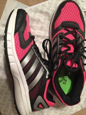 Pinke Schuhe von Adidas