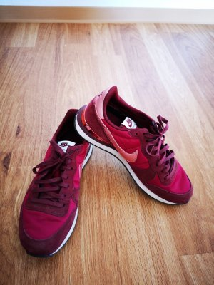 Nike Lace-Up Sneaker raspberry-red