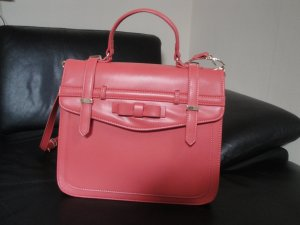 Pinke Tasche im College-Look