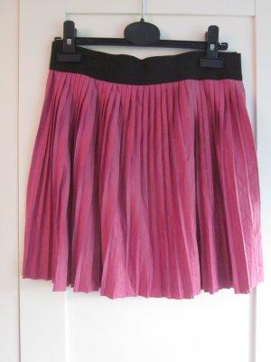 pinker Minirock mit schwarzem Gummibund