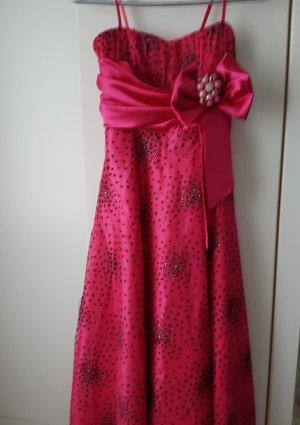 Pinkes Abendkleid mit schwarzen Punktierungen