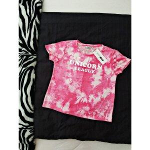"""Pinkes Batik Shirt mit """"Unicorn League"""" Aufdruck."""