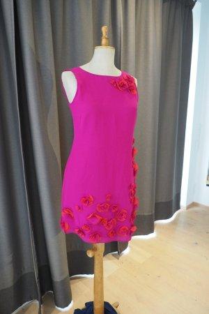 Pinkes Kleid mit Blumen