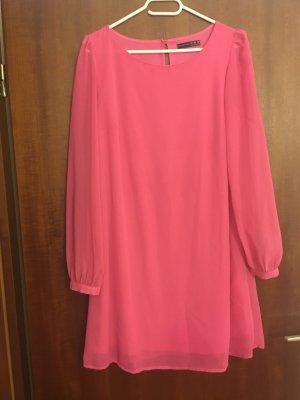 Pinkes Kleid mit Gürtel