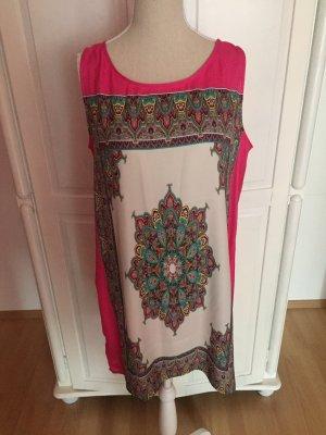 pinkes Kleid mit Muster Boohoo
