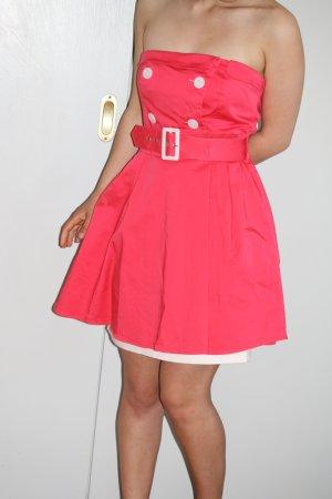 Pinkes Partykleid mit Knöpfen und Gürtel