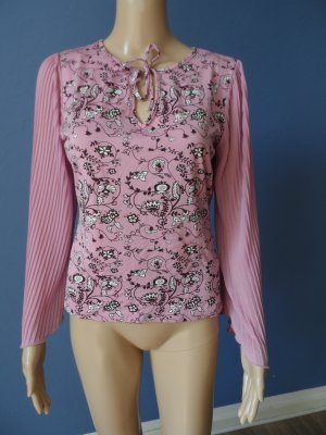 Pinkes Top mit plissierten Ärmeln