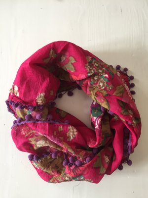 Pinkes Tuch mit großen Blumen und Bommeln