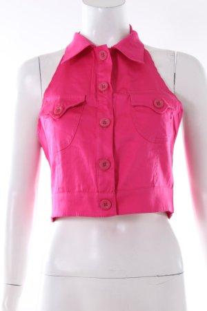 Pinkfarbenes Neckholdertop Jeansstyle