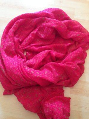 Pinkfarbenes Tuch mit Ornamenten für den Sommer