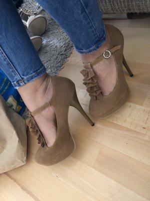 Plateau high heels in beige