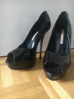 Plateau-Highheels / Pumps in lack-schwarz von Buffalo