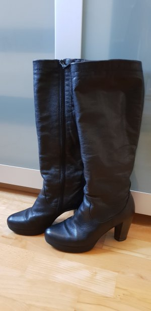 I am walking Platform Boots black