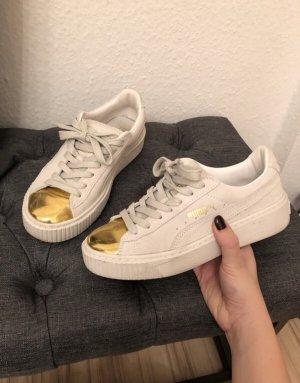 Plateau Puma Sneaker mit goldener Kappe