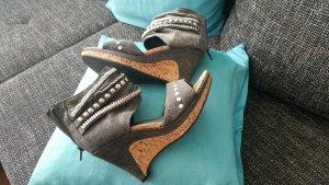Sandalo alto con plateau grigio