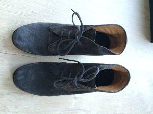 Plateau-Schuh in grauem Veloursleder