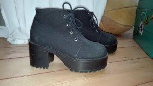 Plateau-Schuhe von DIVIDED (H&M)