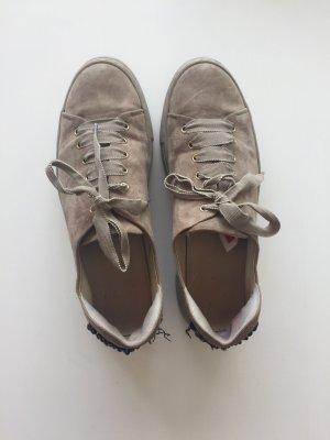 Plateau Sneaker von AGL in grau und weichem Wildleder