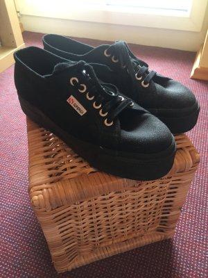 Plateau-Sneaker von Superga