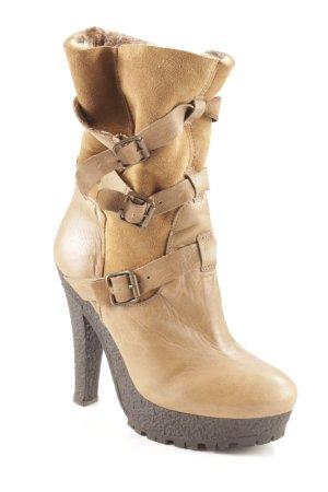 Plateau-Stiefel ocker-dunkelgrau Street-Fashion-Look