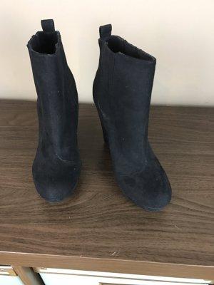 Plateau Stiefeletten in schwarz