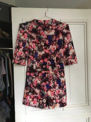 Playsuit mit Blumen Muster einteiler rot pink bunt kurz jumpsuit romper ted Baker look like floral Ärmel tailliert Anzug