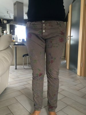Please Jeans mit Blümchen Print