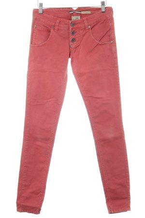 Please Slim Jeans hellrot Logo-Applikation aus Leder