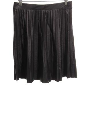Pleated Skirt black casual look