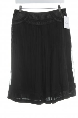 Pleated Skirt black casual look