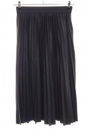 Pleated Skirt black classic style