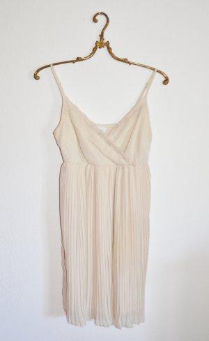 Plissiertes beiges Kleid mit Spitze Gr. S
