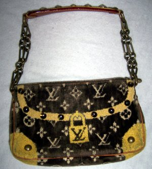Pochette Trompe L´Oeil Collection. 2004 Runway