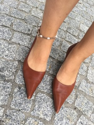 Pointed toe pumps, Pumps