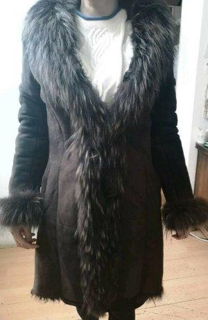 Gabardina tipo vestido marrón grisáceo