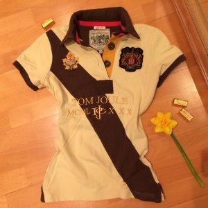 Poloshirt mit vielen Details