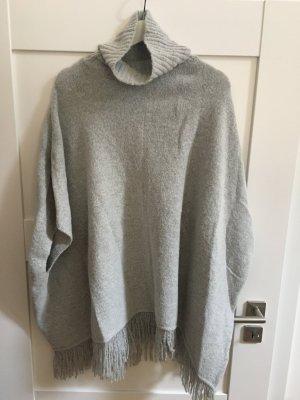 Poncho in maglia grigio chiaro