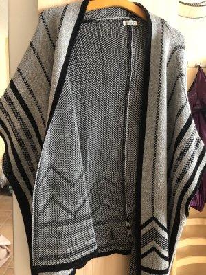 Boysen's Cape black-silver-colored