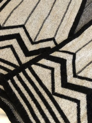 Zara Knit Poncho de punto blanco-negro