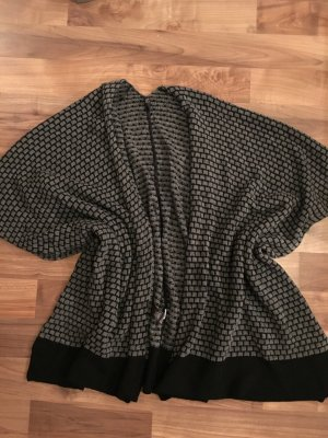 Poncho Gr. 40-48 grau mit schwarzem Muster, superweich, nie getragen
